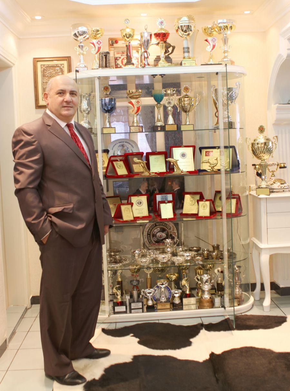 Dr. Nevzat Aydoğdu. Briç Federasyonu Başkanı